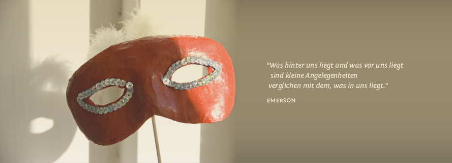 Was hinter uns liegt und  was vor uns liegt sind kleine Angelegenheiten verglichen mit dem, was in uns liegt. - Emerson